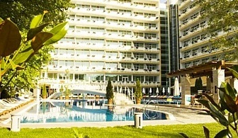 Last Minute до 30.06 на 100 м. от плажа. All Inclusive + басейн в Гранд хотел Оазис, Слънчев бряг