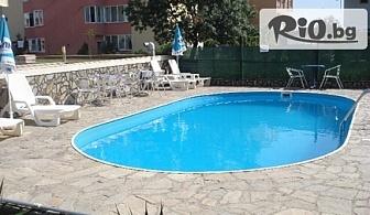 Last Minute почивка в Лозенец! Нощувка в двойна или тройна стая + външен басейн, шезлонг и чадър, от Хотел Атива 3* на 60 метра от плажа