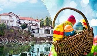 Last minute Великден на брега на язовир Доспат! 3 нощувки на човек със закуски и вечери, едната празнична от семеен хотел Емили, Сърница