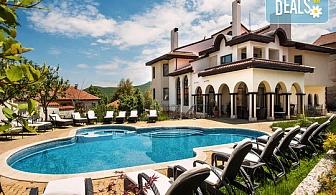 Летен релакс в хотел Хевън 3*, Велинград! Нощувка със закуска и вечеря, ползване на минерален басейн, сауна и парна баня, безплатно за дете до 5.99г.!