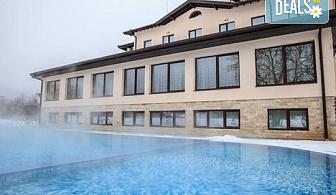 Летен релакс в хотел Никол 2*, гр. Долна баня! Нощувка със закуска, ползване на басейн с минерална вода и СПА център, безплатно за дете до 3.99г.!