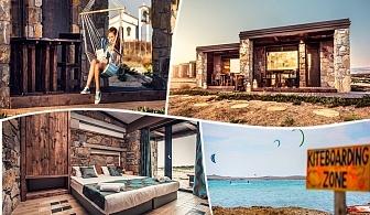 На 1-ва линия на о. Лимнос, Гърция! Нощувка на човек или нощувка със закуска в хотел Keros Blue. Дете до 12г. - безплатно