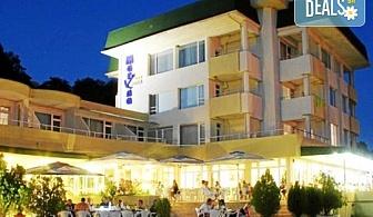 Лятна почивка на брега на морето в Хотел Марина 3*, Китен! Нощувка със закуска и вечеря, собствен плаж и безплатно ползване на чадъри и шезлонги на плажа