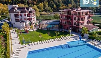 Лятна почивка в хотел Елеганс Спа 3*, Огняново! 2 или 3 нощувки със закуски и вечери, ползване на външен и вътрешен басейн с минерална вода, джакузи, сауна, парна баня, безплатно за дете до 3.99г.!