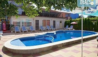 Лятна почивка в хотел Пешев 3*, Несебър! Нощувка с или без закуска, ползване на басейн, шезлонг и чадър, безплатно за дете до 1.99г.!