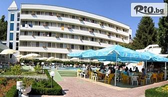 Лятна почивка на 150м от плажа в Албена! Нощувка на база All Inclusive + басейн, чадър и шезлонг на плажа, от Хотел Оазис