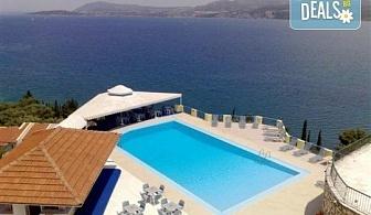 Лятна почивка в сърцето на остров Лефкада - Сънрайз 3*: 5 нощувки със закуски, транспорт от Пловдив и София и екскурзовод от Дрийм Тур!