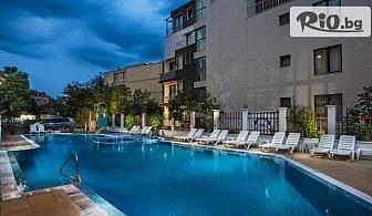 Лятна почивка в Созопол! Нощувка със закуска и вечеря, по избор + басейн, чадър и шезлонг, от Хотел Флагман 3*