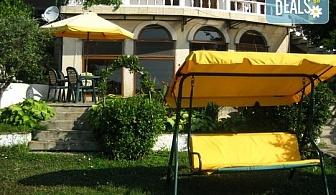 Лятна почивка във Вила Зеленика 2*, Синеморец! Нощувка с безплатна консумация на кафе, чай и минерална вода, безплатно за дете до 1.99г.!