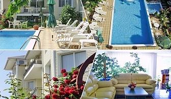 Лято до Албена! Нощувка на човек със закуска + басейн в хотелски комплекс Рай***, с. Оброчище