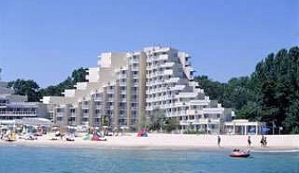 Лято 2017 в Албена, първа линия, all inclusive до 09.07 с чадър и шезлонг на плажа пред хотел Мура