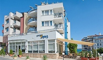 Лято на брега на морето. Нощувка със закуска за двама, трима или четирима в Хотел Бриз, плаж Хармани, Созопол