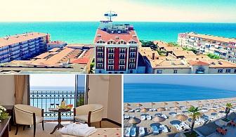 Лято на брега на Мраморно море. 2 нощувки със закуски + чадър и шезлонг на плажа в хотел Blue World Hotel 4*, Кумбургаз, до Истанбул