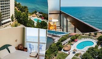 Лято 2019 на 1-ва линия в Китен! Нощувка на човек, закуска, обяд и вечеря + басейн, шезлонг и чадър от хотел Кремиковци
