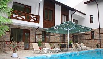 Лято в Огняново! Нощувка със закуска + външен минерален басейн в Къщи за гости Релакс