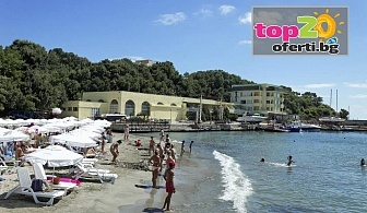 Лято на Първа линия в Китен! Нощувка със закуска + Собствен плаж, Чадър и Шезлонг на Плажа в хотел Марина, Китен, на цени от 25 лв./човек