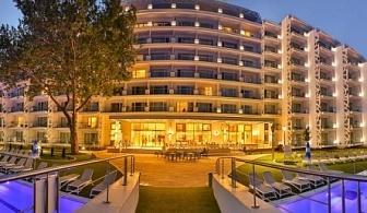 Лято на първа линия в перлата на Албена - хотел Парадайс Блу *****! Нощувка със закуска и вечеря + частен плаж с чадър и шезлонг + детски басейн с водни атракции + анимация!!!