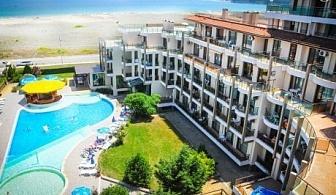 Лято 2019 на ПЪРВА линия в Приморско! Нощувка със закуска и вечеря на човек + басейн в хотел Престиж Сити 2