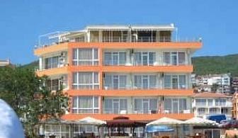 Лято 2018 на Първа линия в Свети Влас, 5 дни Полупансион след 26.08 в Хотел Ирис
