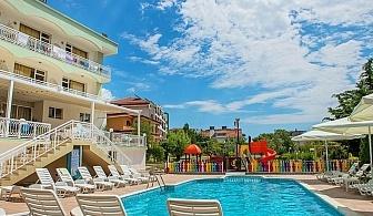 Лято на 50м. от плажа в Свети Влас! Нощувка, закуска и вечеря + басейн от хотел Панорама***