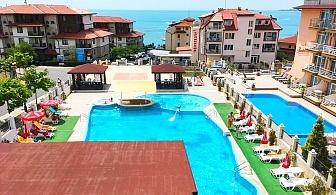 Лято на 50м. от плажа в Свети Влас! Нощувка, закуска и вечеря + басейн от хотел Корона