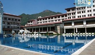 Лято в СПА хотел Орфей 5 *, Девин! 1 или 2 нощувки със закуски, възможност за обяд и вечеря, ползване на външен и вътрешен минерален басейн и СПА, безплатно за деца до 2.99 г.
