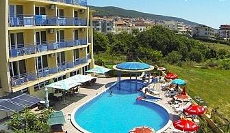 Лято в Свети Влас! Нощувка, закуска, вечеря* + басейн и отстъпка за аквапарк от хотел Пешев