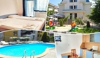 Лято 2019 в Свети Влас на 80м. от плажа. Нощувка за 2, 3, 4 или 6 човека + басейн в Къща за гости Дейзи