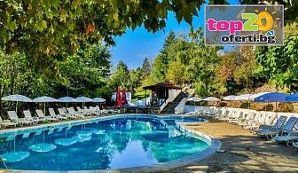 Лято в Златни пясъци! Нощувка с All Inclusive Light + Открит басейн, Чадър и шезлонг в хотел Вежен, Златни пясъци, на цени за 50 лв./човек