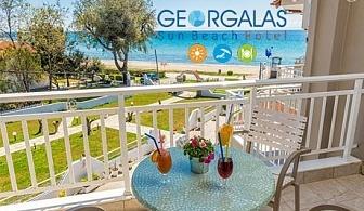 Mай на брега на морето в Гърция! 3 нощувки със закуски за двама, трима или четрима в Georgalas Sun Beach Hotel, Неа Каликратия