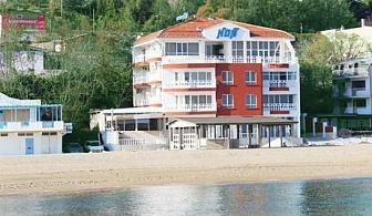 Май на брега на морето във Варна! Нощувка със закуска за двама или двама с две деца в хотел Ной, к.к. Чайка, плаж Кабакум