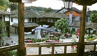 Майски празници до Габрово! 2 нощувки със закуски + сауна и парна баня за ДВАМА в комплекс Фенерите, с. Кметовци