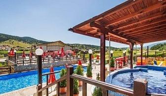 Майски празници, СПА и басейн с минерална вода. Три нощувки, три закуски, три вечери (едната празнична) в хотел Аспа Вила, с. Баня, до Банско