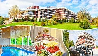 Майски празници във Вонеща вода. 3 или 4 нощувки със закуски и вечери, обяд по желание + празничен куверт, басейн и СПА в хотел Релакс КООП