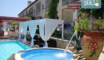 Майски и Септемврийски празници в Халкидики, Гърция! 2 нощувки със закуски и вечери в Philoxenia Spa Hotel 2*, транспорт и обиколка на Солун!