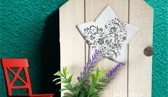 Малка дървена кутия за ключове - къщичка с цвете