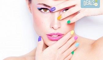 Маникюр с гел лак и две декорации! Богат каталог цветове Gel.it и Pro Gel в Салон за красота Blush Beauty до Mall of Sofia