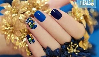 Маникюр с гел лак и две декорации! Богат каталог цветове Gel.it или BlueSky в Салон за красота B Beauty до Mall of Sofia