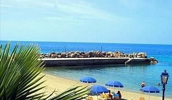 На 30 метра от плажа в хотел Loutra Beach - Касандра, за ЕДНА нощувка със закуска, басейн и интернет/ 30.08.2019 - 20.09.2019