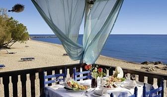На 50 метра от пясъчния плаж, за ЕДНА нощувка, закуска, вечеря и  две деца до 12 год. на допълнително легло БЕЗПЛАТНО в хотел Pallini Beach - Касандра, Халкидики / 25.05.2017 - 14.06.2017
