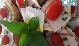 Микс плато от 30 броя мини сандвичи с месни деликатеси, сирена и зеленчуци от My Style Event!