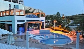 МИНЕРАЛЕН басейн + нощувка със закуска в Хотел Медите Резорт & СПА 4*, Сандански. Бонус - частичен масаж!