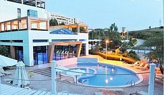 МИНЕРАЛЕН басейн + нощувка със закуска в Хотел Медите Резорт & СПА 4*, Сандански. Бонус - масаж!