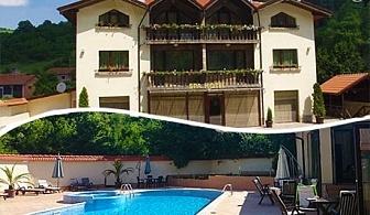 МИНЕРАЛЕН басейн и релакс зона + нощувка със закуска или закуска и вечеря в Бутиков хотел Шипково