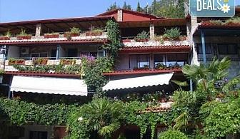 Минерални извори и релакс в Лутраки, Гърция! 2,3 или 5 нощувки със закуски в хотел Алмопия, безплатно за дете до 5.99г.