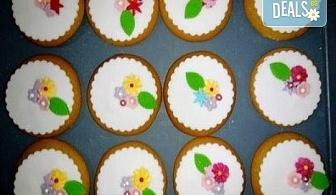 За момичета! Вземете половин или един килограм бисквити за момичета: цветя, пеперуди, калинки, звезди и сърца от Muffin House!