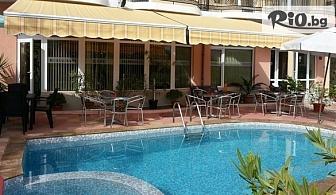 На море в Царево през Юни! 2, 3 или 5 нощувки със закуски + ползване на външен басейн, от Хотел Мимоза 3*