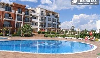 На море в Черноморец, хотел Коста Булгара (10.7-20.8). Нощувка + закуска в двойна стая или студио за 2-ма