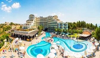 На море в Кушадасъ, Турция! 7 Ultra All Inclusive нощувки на брега на морето + 2 открити басейна, чадър и шезлонг на басейна и на плажа + СПА и анимация за деца и възрастни в хотел Sea Light