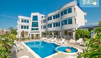 На море в Лозенец до края на август! 3 или 5 нощувки или със закуски и вечери в Семеен хотел Ариана 3*, безплатно за деца до 2.99г.